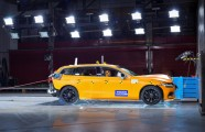 223510_New Volvo V60 crash test still