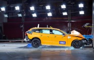 223511_New Volvo V60 crash test still